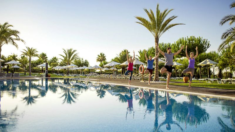 ROBINSON Club Quinta de Ria_ Fitness am Pool.jpg